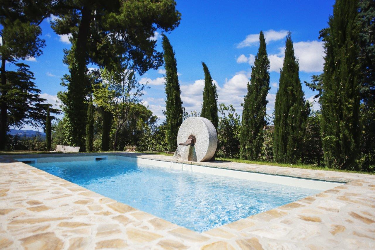 Foto piscina Il Granaio vista frontale